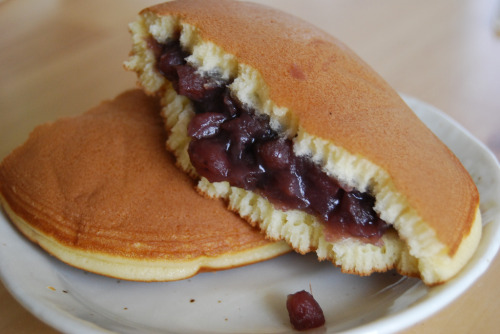 shelovesasianfood:  どら焼き Dorayaki (by dreamcat115)