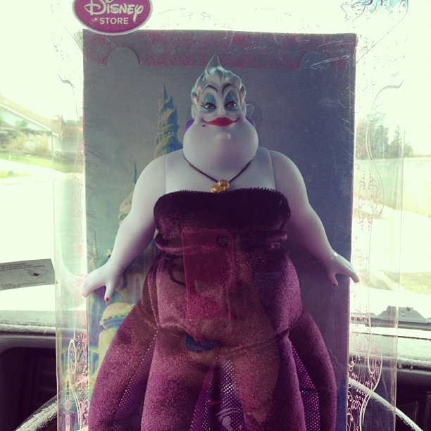 tasteofinkx:  glowpinkstah:  Look at the doll @ohitsryan an @felipewho got me for Christmas!!!  WANT  WANT IT WANT IT