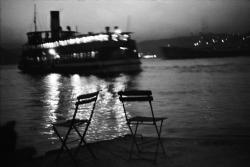 fotojournalismus:  A Bosphorus passenger boat leaving the European shore of Istanbul for the Asian shore, 1965. [Credit : Ara Güler]