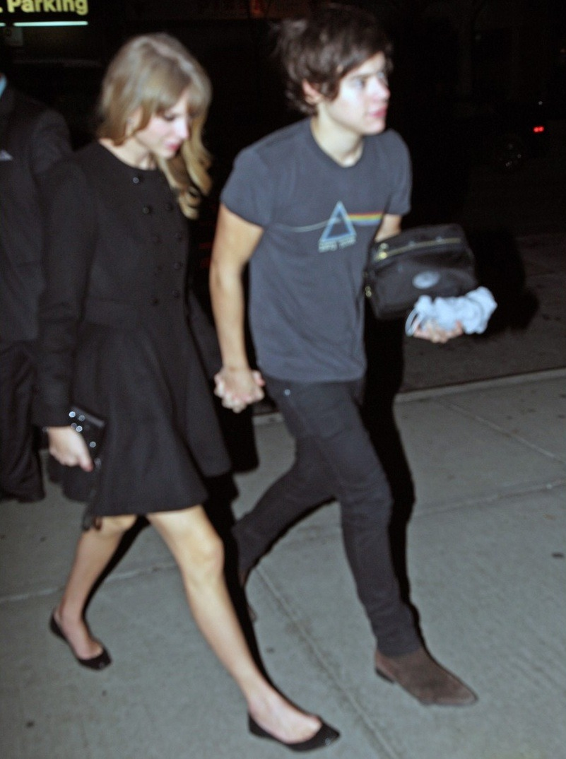 ohshietnigguh:  v-o-g-u-e-i-s-a-r-t:  onedirectionunedited:  Taylor and Harry at 4am - 4th Dec 2012 - (Arriving at Taylor's hotel)  oh  Damn Taylor, I'd like to see the list of guys you already dated. New album coming soon.