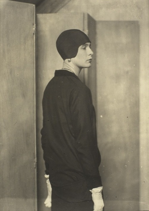 holdthisphoto:  Lady Abdy, 1925 by Man Ray