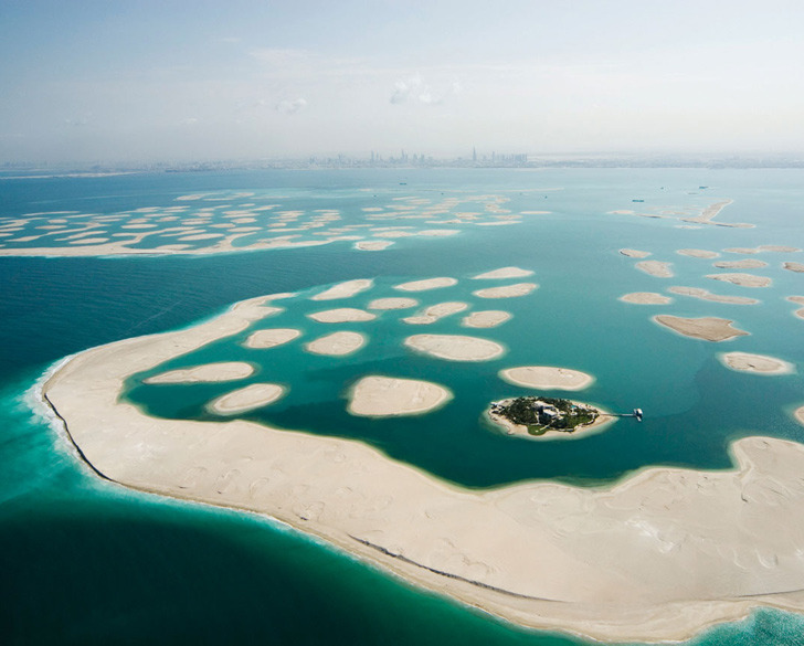 manolescent:  Dubai's World of Islands