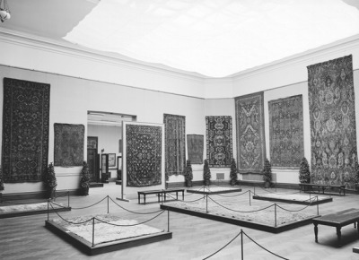 miseengreen:  View of Exhibition, Early Oriental Rugs, curated by Decorative Arts Curator Wilhelm Valentiner, November 7, 1910, Metropolitan Museum of Art, NYC
