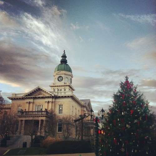Tis the season in the pretty little city. #athens #uga (at City Hall)