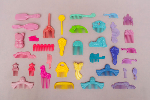 thingsorganizedneatly:  SUBMISSION: Toy combs from the early 90's. // md
