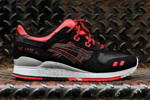 "Asics Gel Lyte III ""Caviar"" This year we've seen n increase in popularity for the Asics Gel Lyte III. The Caviar release was originally a European only one but it made it's return to Kith. Sadly these were, of course, much sort after and sold out. Predominantly black with a splash of vibrant red and speckle on the sole they are still pretty eye catching. Made up of various materials and textures, they have been well composed down to every little detail."