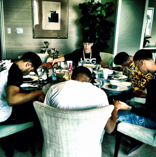 @beimaejor: @justinbieber leading the prayer @liltwist @theworldshero