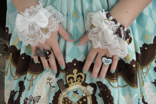 alyssiumbaby:  All the minty mint accessories ♥