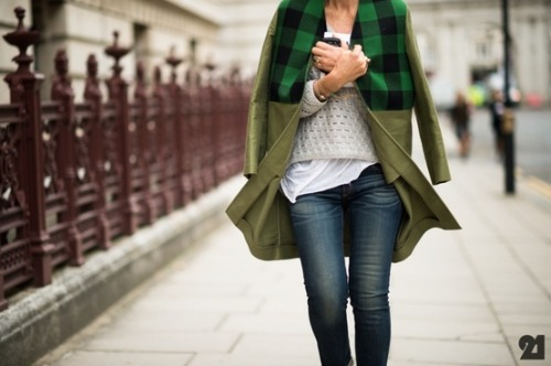 ruemag:  A hint of plaid and your favorite jeans. {image}