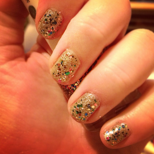 Super sparkly Christmassy nails :D