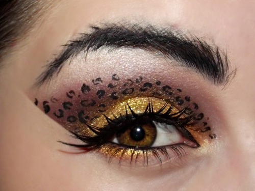"drugstoreprincess:  Loving the ""cat-like"" eyebrow… unique touch!"
