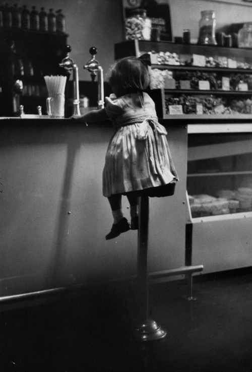 sinuses:  Girl in Diner, 1953  Photo: Terence Spencer