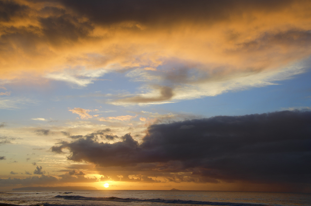 Sunset from Polihale Beach with a view of the forbidden island of Nihau along the Na Pali Coast, Kauai, Hawaii (by brodieguy)