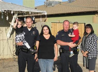 "Cops replace sick girl's Christmas lights stolen by 'Grinch' (Photo: Phoenix Police Department) When thieves snatched the holiday lights off of a terminally-ill child's home, Phoenix police officers made sure that no ""Grinch"" would steal Christmas from the 5-year-old. Read the complete story."