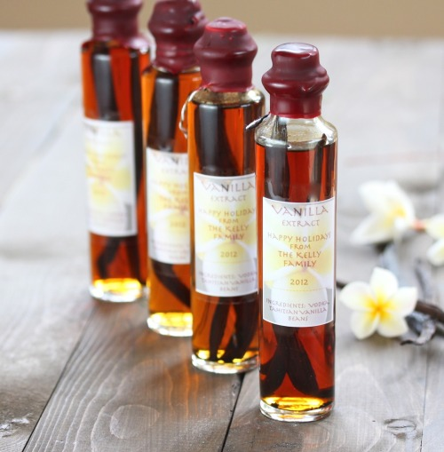 findvegan:  DIY Homemade Vanilla Extract… holiday project!