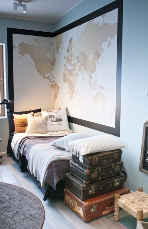 interior—style:  Guest Room - your guests can place a pin on the map where they're from  i am in love with this *_*