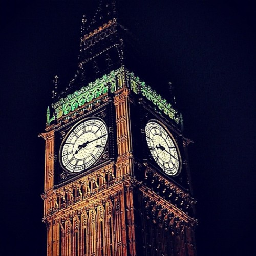 Elizabeth Tower/Big Ben, Palace of Westminster, London, England, UK | #ElizabethTower #BigBen #PalaceofWestminster #London #England #UK #unitedkingdom #Clock #tower #night #nightshot #ticktock #green #europe #landmark