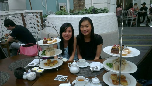 hi tea wif big betty & chat up  :D  lyk a mountain tortoise cos i dont know hw to start eating… LLOL!