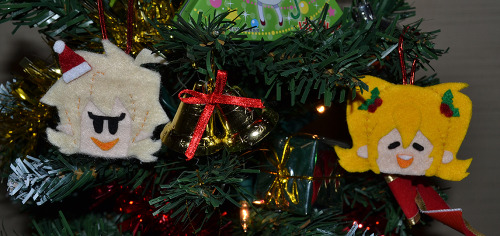 Adorable Lacie and Shelbie Christmas Tree decorations, handmade by Rie! See Lacie and Shelbie in action here!