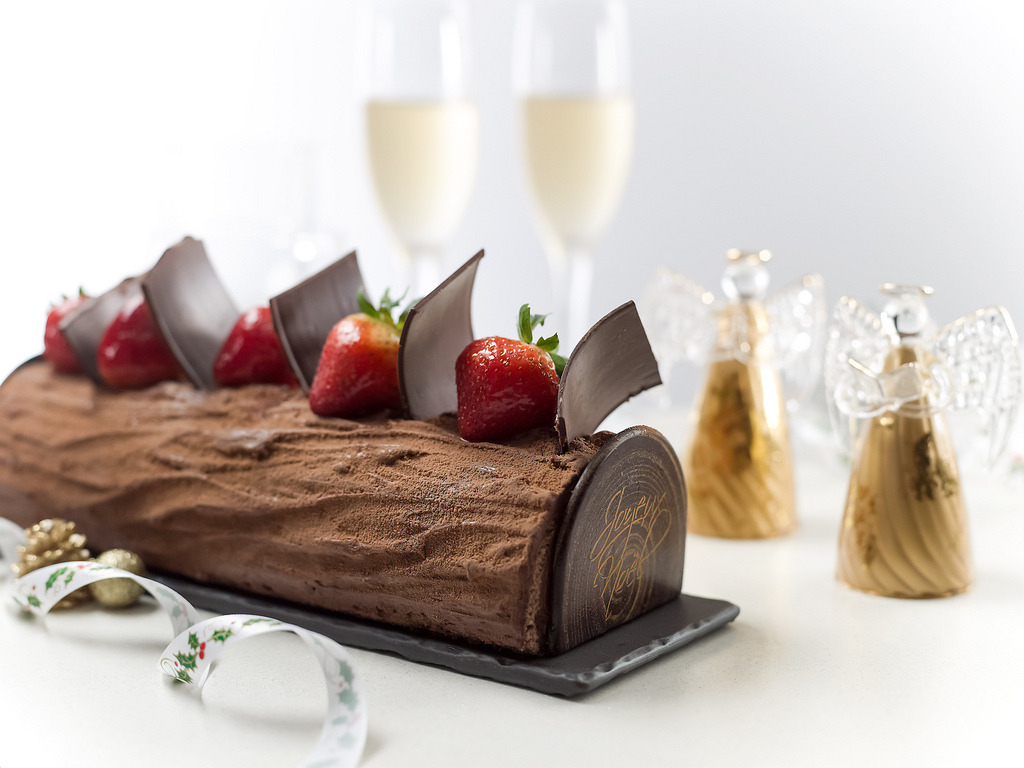 diet-killers:  InterContinental Singapore Chocolate Valrhona Cake (by Jaime-La-Nourriture)