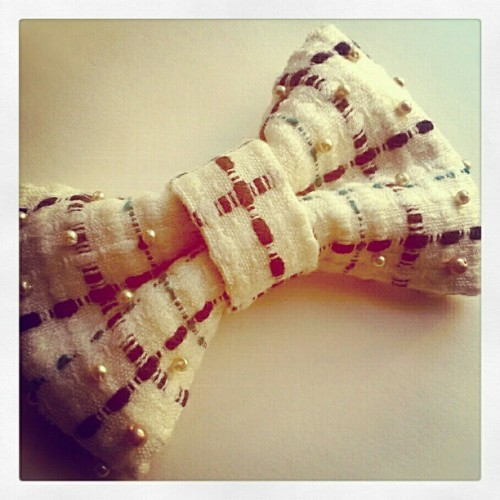 New, hands-sewn, over-sized vintage Chanel fabric tweed hair bow, embellished w/antique pearls by Harlow In Chains. #harlowinchains #hairbow #bow #hair #bowtie #vintage #antique #chanel #tweed #blackandwhite #teal #pearls #handmade #oneofakind #ooak #holidays #party #gift #swag #fancy #preppy #pretty #glam #nyc