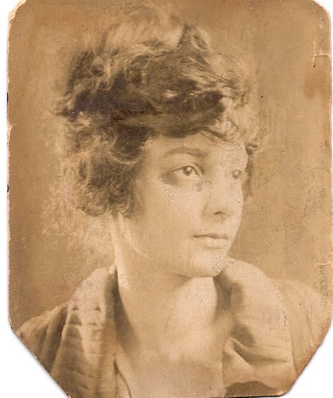 mydaguerreotypelibrarian:  Writer and bad-ass librarian, Regina M. Anderson helped jumpstart the Harlem Renaissance. From Wikipedia:  Born in Chicago, she studied at Wilberforce University, University of Chicago, and Columbia University before becoming a librarian at the 135th Street (Harlem) branch of the New York Public Library. In 1924 she organized a dinner for black New York intellectuals and writers, including W. E. B. Du Bois, Jean Toomer, Countee Cullen, and Langston Hughes. The dinner was one of the coalescing events of the Harlem Renaissance.   Um, so, yes I actually did this.
