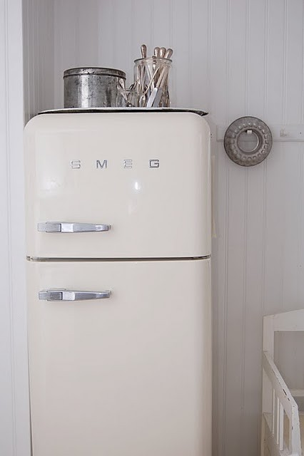 hereclecticinterior:  Object of desire : Smeg fridge