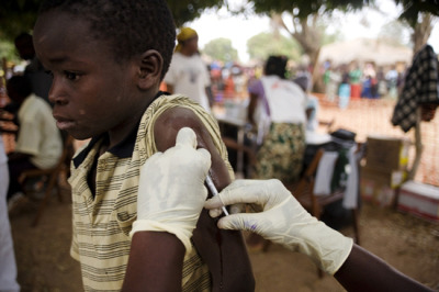 Photo: An MSF staff member vaccinates a child for measles. DRC 2008 © Anna Surinyach GAVI Needs to Offer Lower Vaccine Prices to Humanitarian Groups The GAVI Alliance should systematically extend the discounted vaccine prices it obtains from pharmaceutical companies to humanitarian organizations that are often well placed to reach unvaccinated children, MSF said today at the GAVI Partners Forum meeting in Tanzania. Currently, humanitarian groups such as MSF are not able to obtain vaccines at GAVI prices, and are left to negotiate access to vaccines on a cumbersome case-by-case basis.