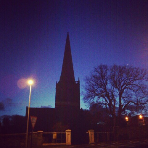 Early mornings :) #bangor #bangorni #ni #nireland #silhouette #dawn #dark #street #church #light #beauty #morning #early (at Bangor)