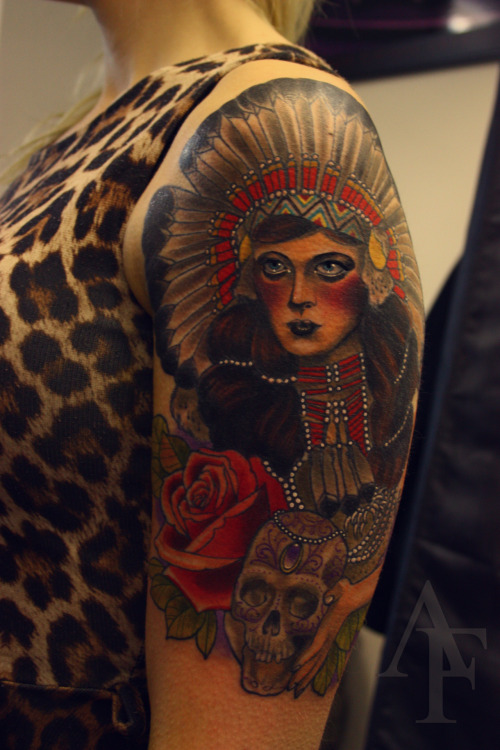 antonytattoo:  Couldn't get a good picture of her :( This'll do