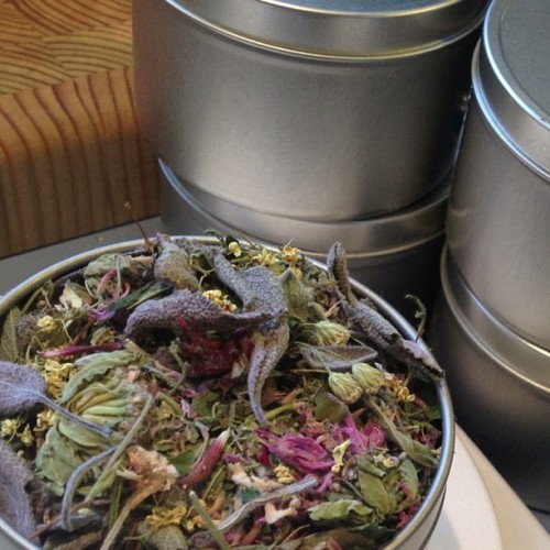 Filling tins of my wildcrafted & garden-grown Gypsy Tea. #localfood #gr #shophop #holidayfoodbazaar #uptownkitchen  (at Burdock & Rose)