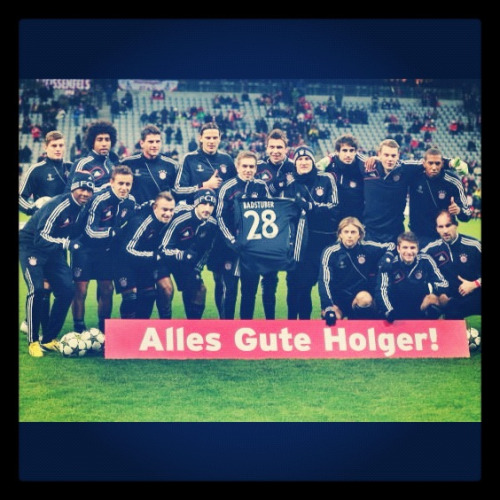 Awww this is so cute :) Gute Besserung Holgi :)   P.S Perfect team is perfect :)