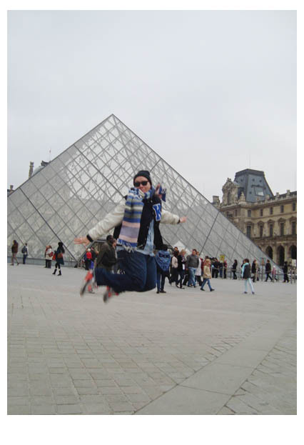 Jump Jump á Paris! Le Louvre, 10.2012 Made by my Sister.