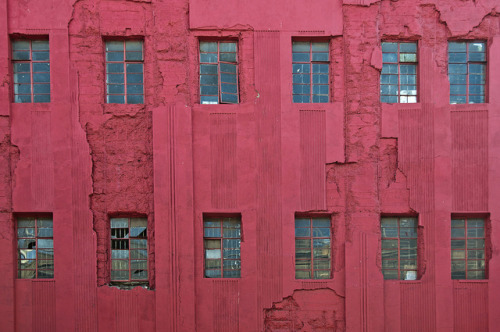 Red Windows by Discaciate on Flickr.