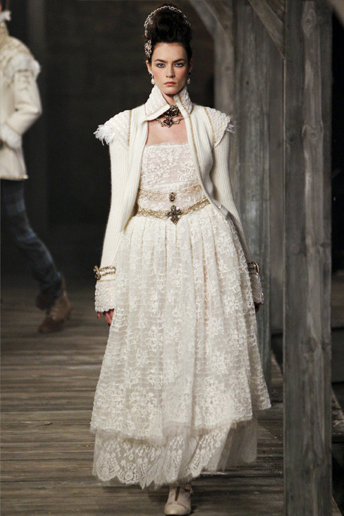 myfavoritefashionthings:  Chanel pre-fall 2013