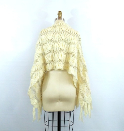 Vintage Cream and Silver Hand Knit Scarf / Shawl from southernerinayankeekitchen via (copious)