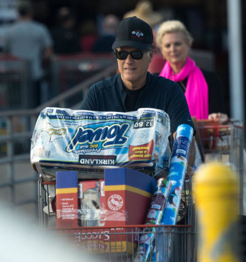 Mitt Romney goes to Costco, gets a bunch of things And apparently, paparazzi stalking Mitt Romney is now a thing. Via