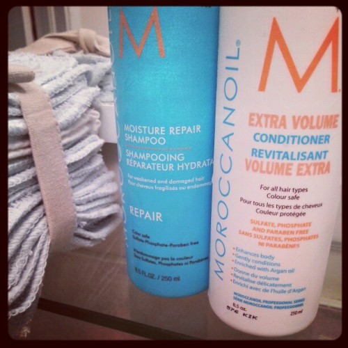 About to try the repair @morriccanoil Shampoo & extra volume Conditionner… Have you tried them? How was/is it? Cc @paperplanesca