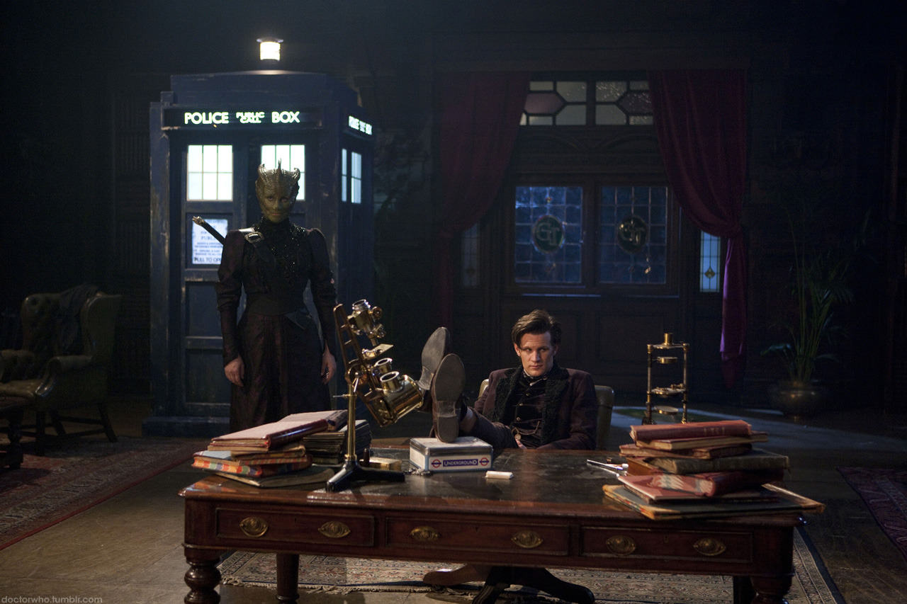 doctorwho:  Madame Vastra and The Doctor From the upcoming Doctor Who Christmas Special: The Snowmen