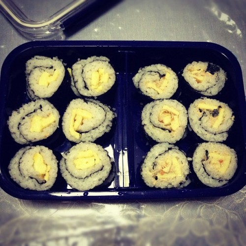 Done with my sushi making! Just a beginner hehehe~ #sushi #egg #sushimaking #homemade #salmon #japanesefood #food