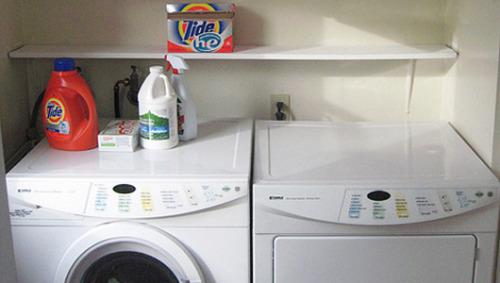 The greener detergent: Liquid or powder?Save money and show a little planet love by switching to the least wasteful form of laundry detergent.