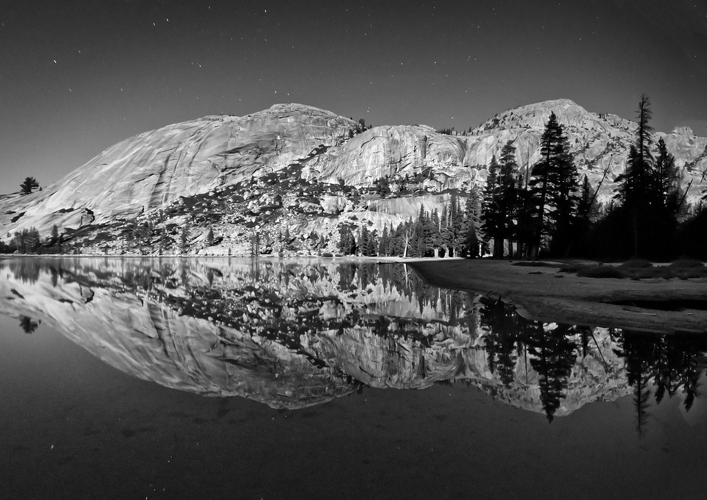 definitelydope:  Tenaya Lake Under A Full Moon (by WJMcIntosh)