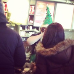 This #Starbucks employee is wearing a Christmas tree on her head. A Christmas tree.