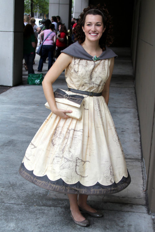 Geekwear of the day: Middle Earth map dress and clutch Made by Flickr users Matt & Kristy for this year's DragonCon