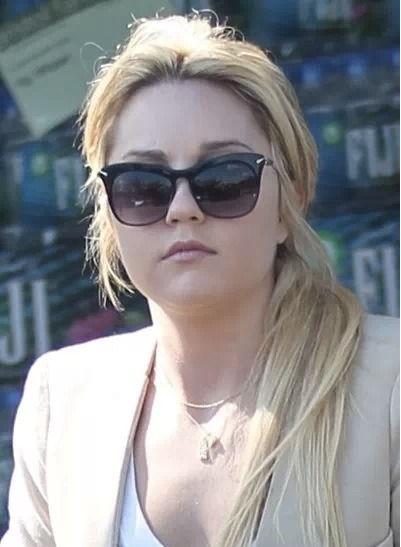 Amanda Bynes goes clubbing in NYC…. alone…. It seems Bynes' odd behavior continues as she hits up NYC hotspots by herself. We're not sure where or when this will all end.. but it just isn't looking good.