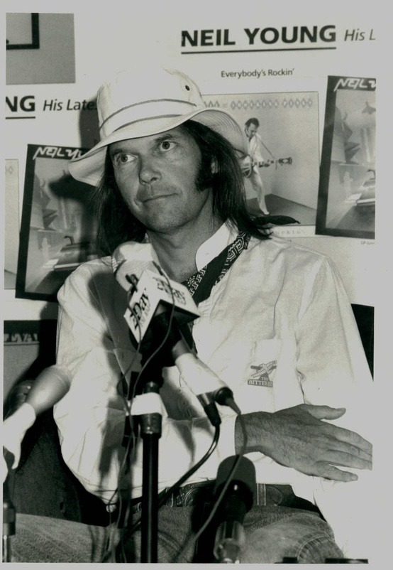 foreverneilyoung:  Neil Young speaking at a press conference in Australia, February 1985