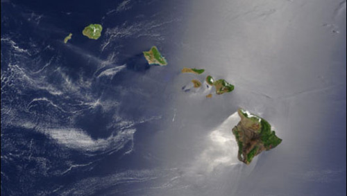 Landslide-driven megatsunamis threaten HawaiiScientists discover that massive volcanic landslides have caused megatsunamis to strike the coasts of Hawaii throughout history, causing widespread destruction each time.