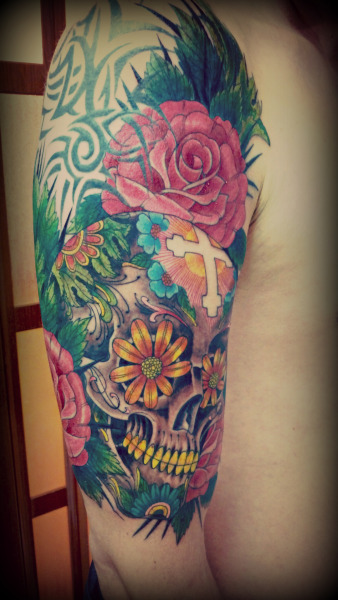 Sugar Skull finished in 2 sittings. A lot of colors! Done by Bushi at Botan Irezumi, Chile.