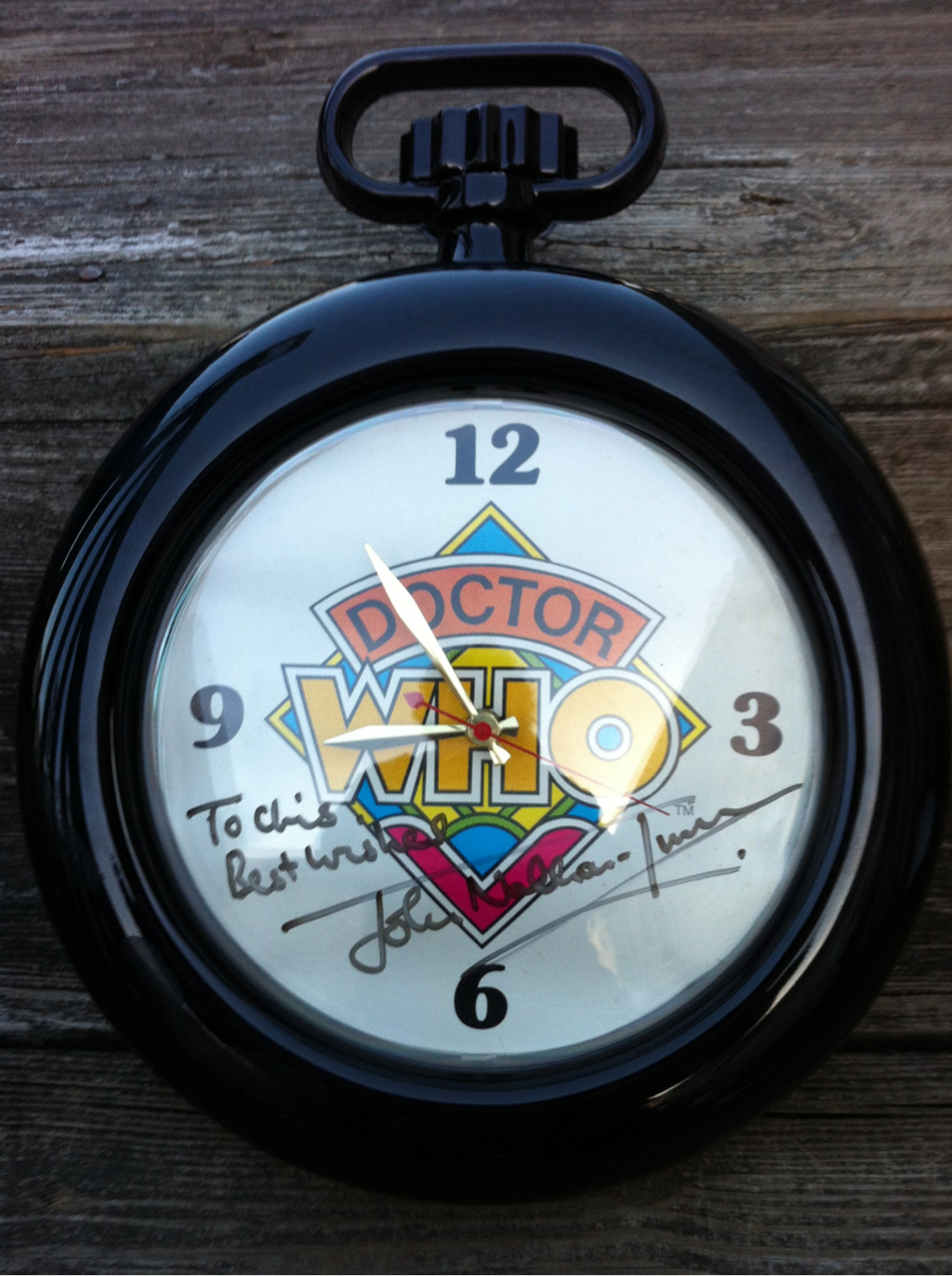 Rare official #DoctorWho wall clock signed by JNT sold exclusively via the Gallifreyan Embassy in the mid 1980s. Unearthed by #Sandy. See forthcoming video for more info.