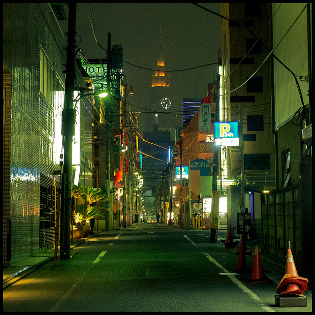 oceanuvole:  Kabukicho Street 2 by Lorenzo De Filippi on Flickr.
